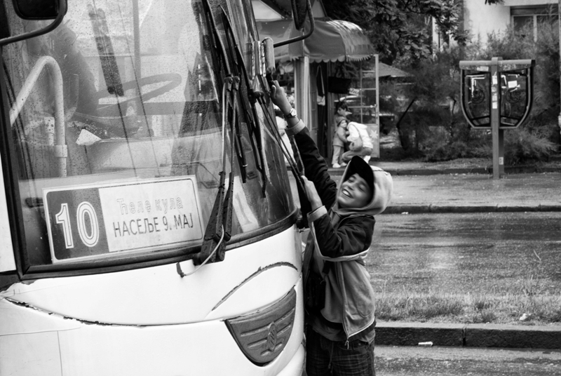 Gipsy child windscreening a bus