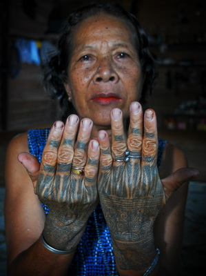 tatto hand 1 Meaning of Tattoos For Dayak tribe in Kalimantan