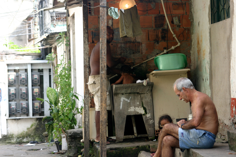 Life  in the slums-Compound of the Tide (Agnieszka Balut)