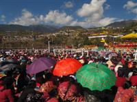 Crowded Tibetans and Monpas listen to Dalai Lama Teaching in Tawang, India
