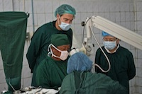 Dr Muecke and Sistser Teo observing cataract surgery at Kalaymyo Eye Centre